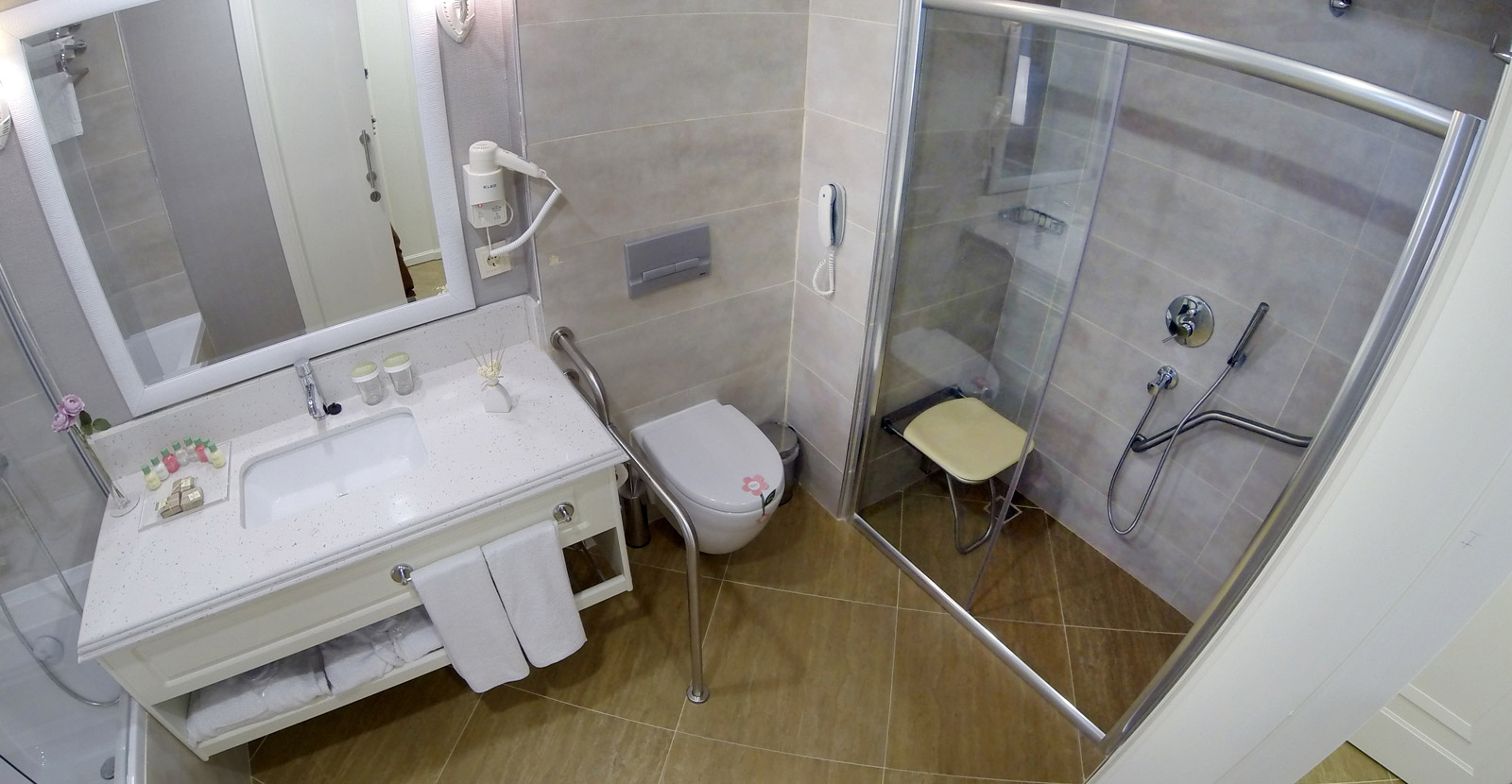 Handicap Accessible Hotel Room Requirements